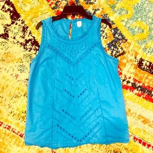 Gap Sz Med, blue embroidered lace sleeveless top.